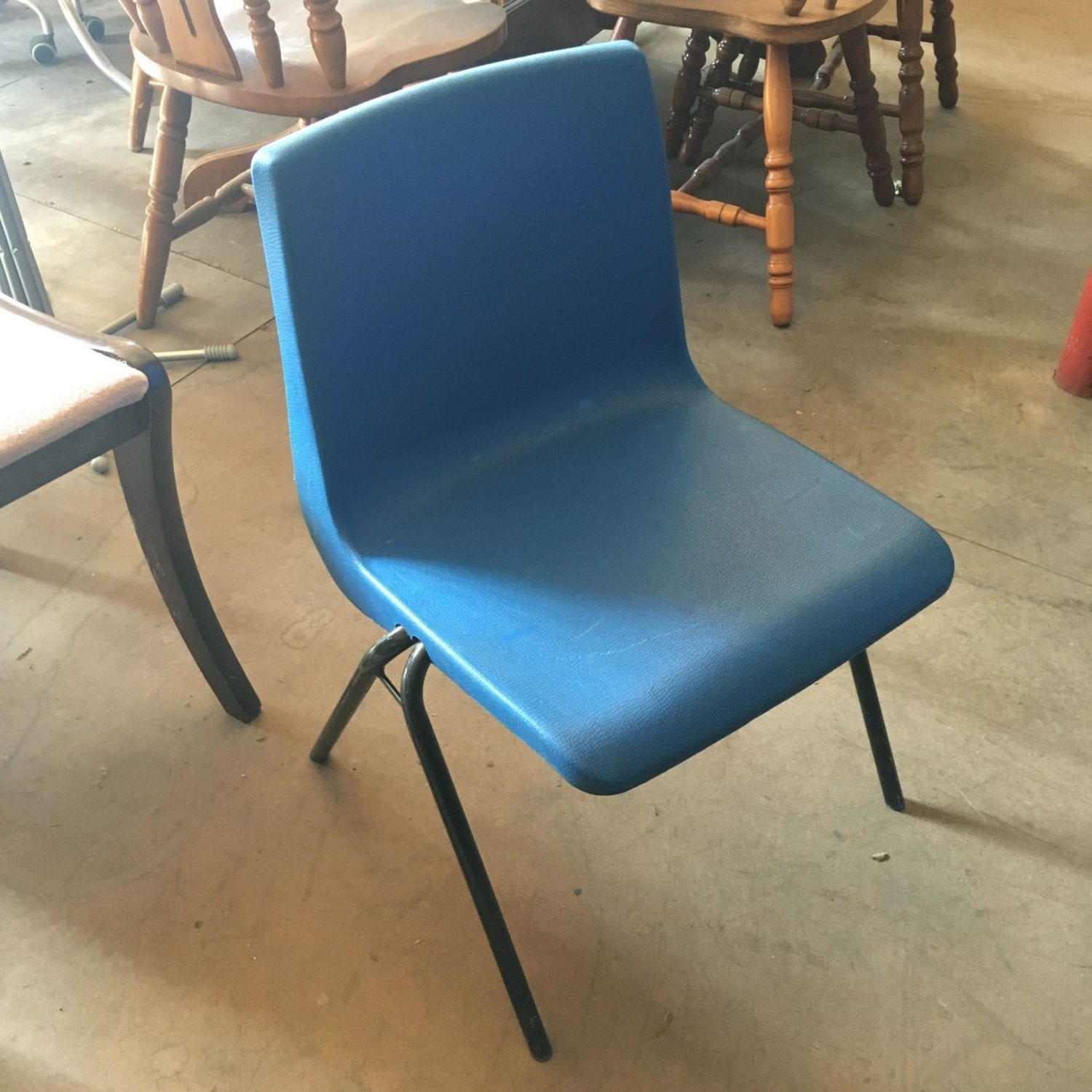 Childrens classroom chairs penningtons office furniture for Used school furniture outlet