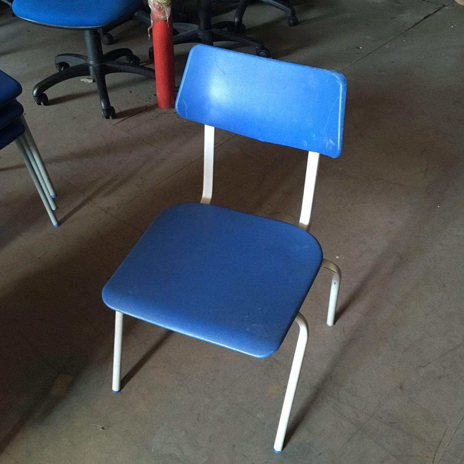 Childrens school chairs penningtons office furniture for Used school furniture outlet
